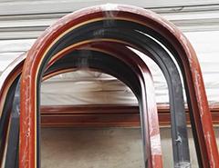 一、当出现塌肩现象     1)生产时若发现拉弯模模槽过深,可在该处模槽底部垫适当厚度的垫片或返修模具。但模槽过浅,零件在该处根部会产生凸出。